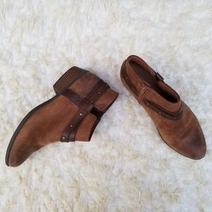 9M Boots Clarks Ankle Bootie Leather Western Zip